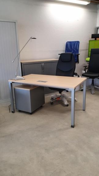 Bureau Plan Droit STEELCASE   DIM : 140 x 80 cm