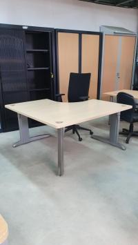 Bureau plan symétrique Doué Steelcase  140 x 140 cm