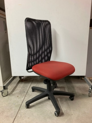 Chaise  de bureau Eurosit dossier filet assise rouge