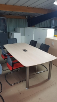 Belle table de réunion