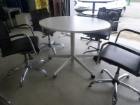 Table ronde  blanc  hauteur réglabe sur roulettes