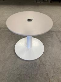 Table ronde avec prise