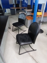 LOT de 2 sièges d'accueil cuir    Arféo occasion