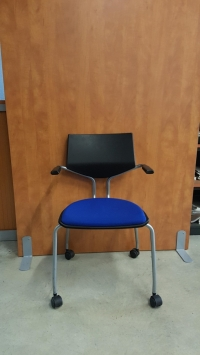 Chaise accueil sur roulette Giroflex